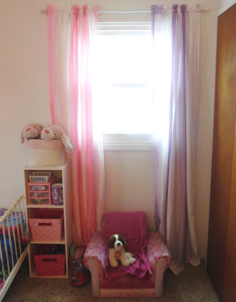 girls room chair area