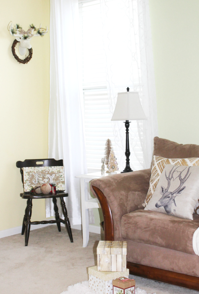 holiday-home-entry-small-chair