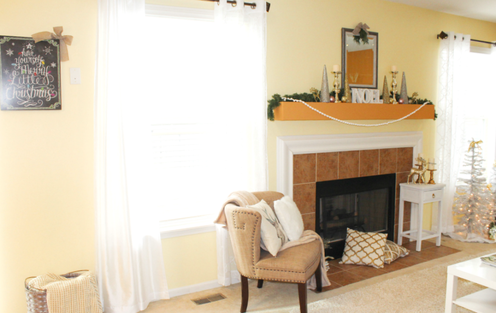 holiday-home-tour-family-room