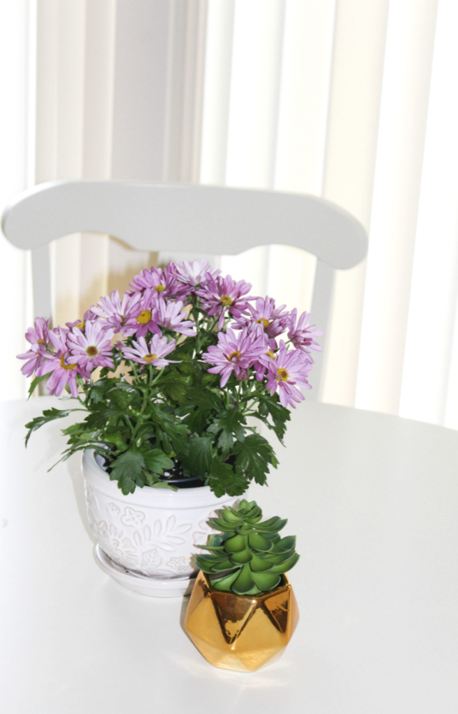 Breakfast Nook Reveal - with Fresh Flowers