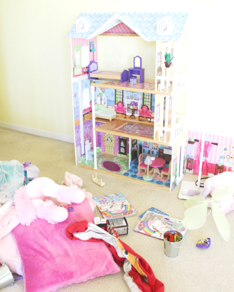 Kids Bedroom Makeover - Cleaning The Room -