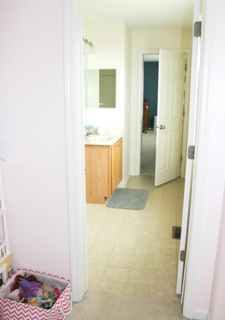 girls room bath entry